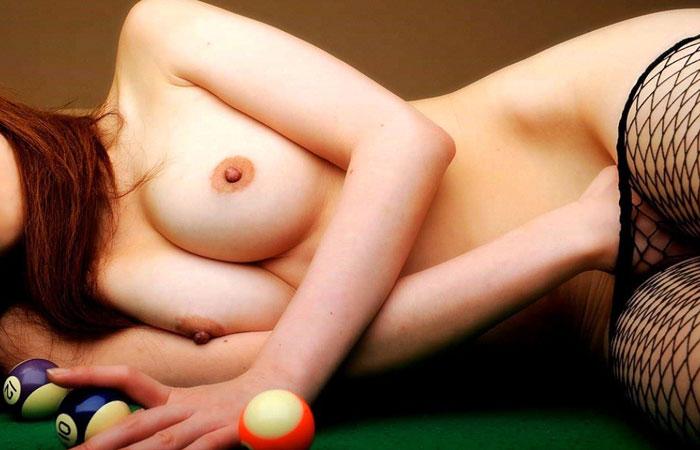 【フェチエロ画像】ビリヤード台で脱ぐ女の画像、肉キュー突っ込めですねわかりますwww 001