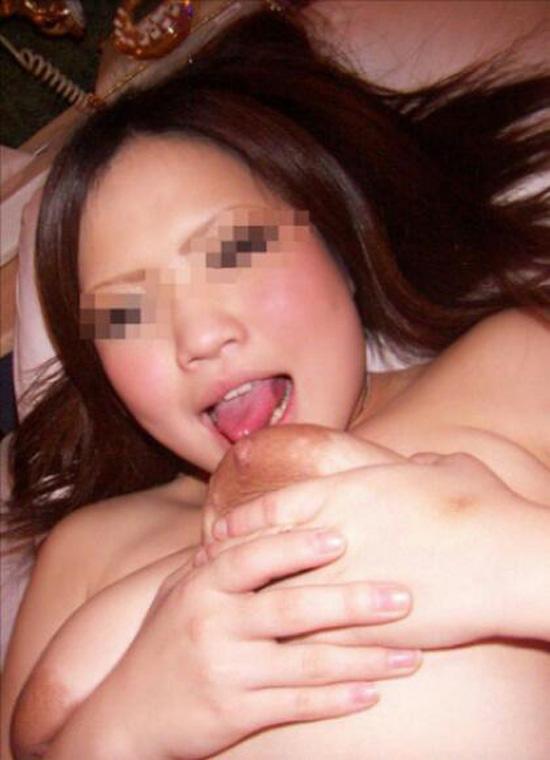 【乳エロ画像】自分で自分の乳首舐め吸いできちゃう巨乳女子って、ぱないの!www 11