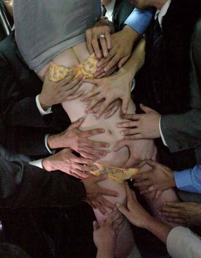 【痴漢エロ画像】「ワシ同業やけどここまでやらんぞw」本物もビビるAVのハード系痴漢シーンwww 08