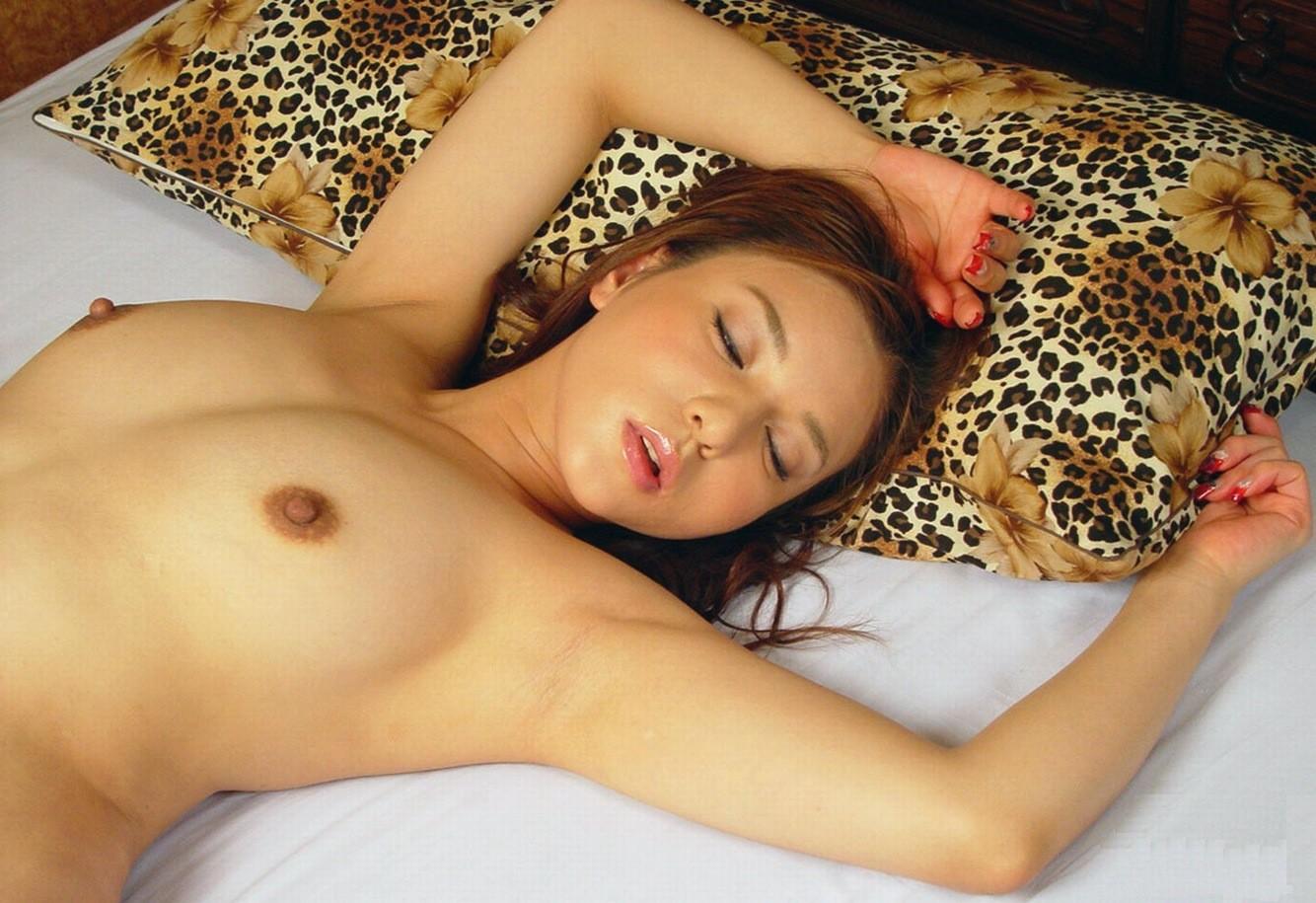 【腋フェチエロ画像】おっぱいが綺麗だと腋のイヤらしさも引き立って絶景だよねwww 07