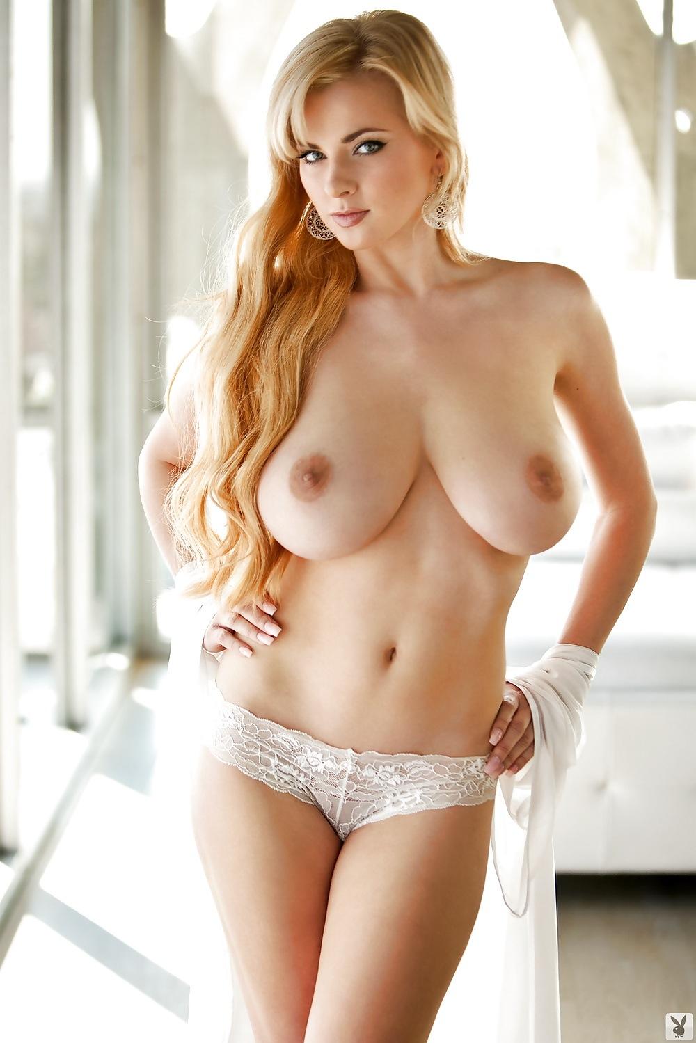 【海外エロ画像】巨乳で細くて肌も綺麗って…反則すぎるだろ外人のお姉さんwww 20