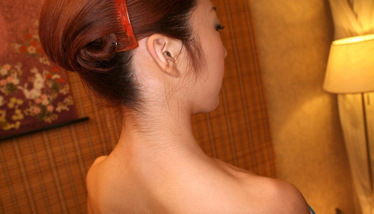 【フェチ系微エロ画像】ただの首筋のはずが…理由は不明でも兎に角イヤらしく見える女のうなじwww 05