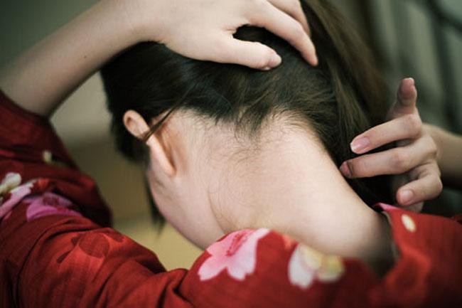 【フェチ系微エロ画像】ただの首筋のはずが…理由は不明でも兎に角イヤらしく見える女のうなじwww 13