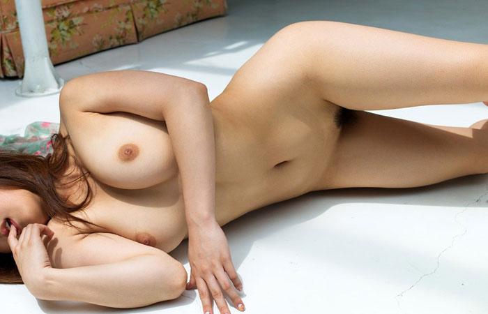 【女体エロ画像】どんな女に対しても全裸を見なきゃゴールじゃないwww産まれたままのフルヌード女体 001
