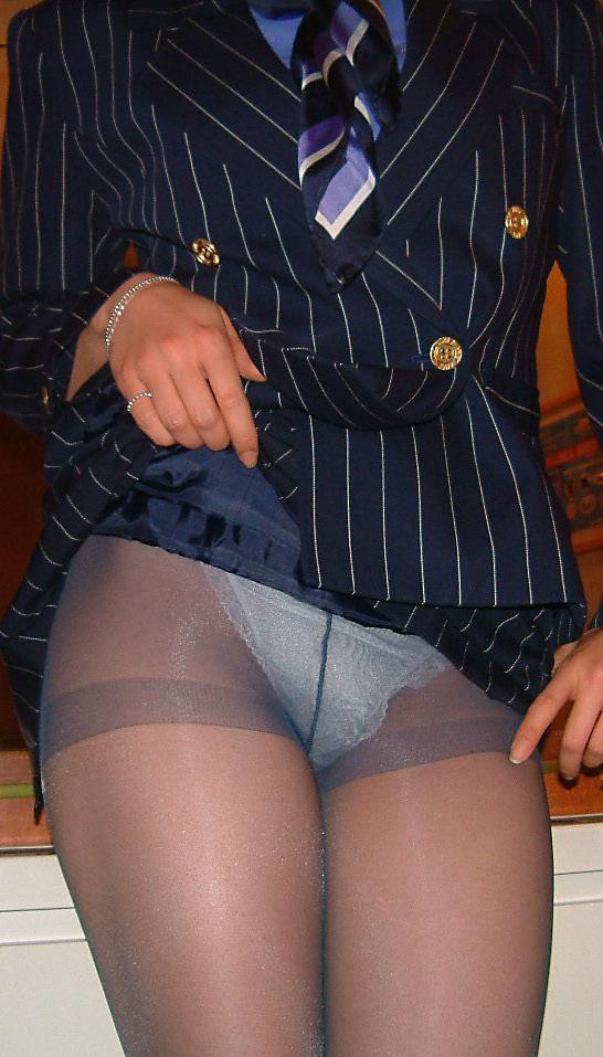 【働く女性の着エロ画像】エリート風吹かせた美人CAに性的な恥をかかせるの楽しすぎwww 01