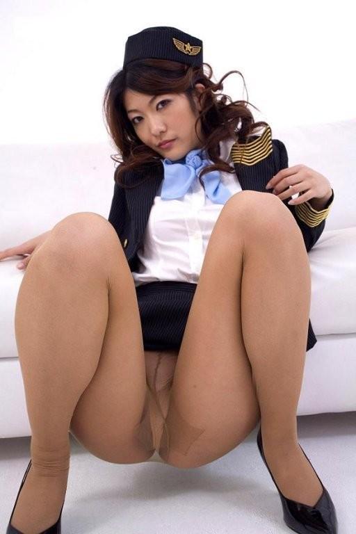 【働く女性の着エロ画像】エリート風吹かせた美人CAに性的な恥をかかせるの楽しすぎwww 13