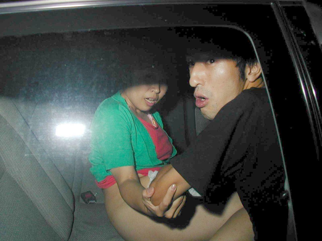 盗撮 カーセックス カーセックスしているカップルをフラッシュ撮影した結果・・・・ビビり