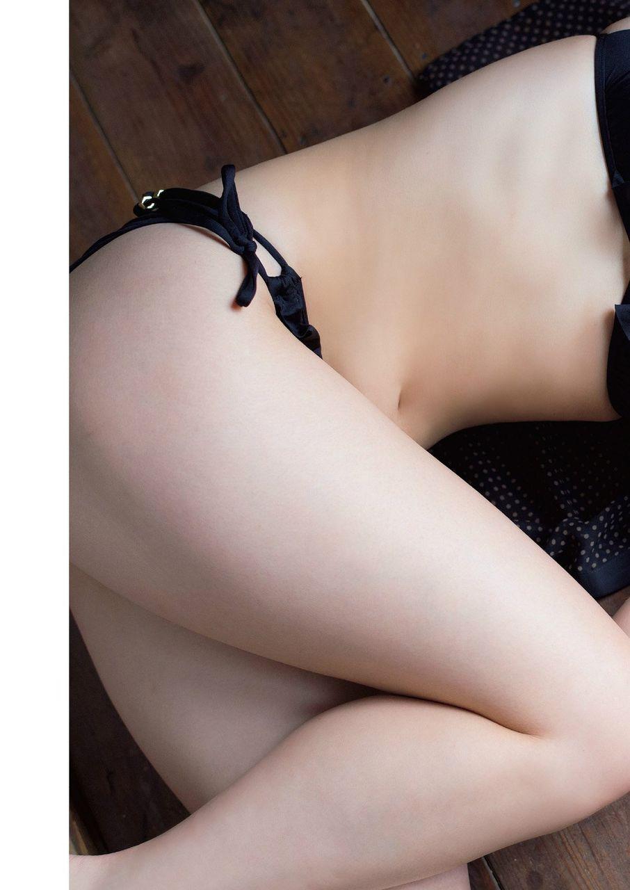 【AKBお宝エロ画像】AKB横山由依が入浴グラビアで見せた太ももがエロすぎる件(*´д`*) 03