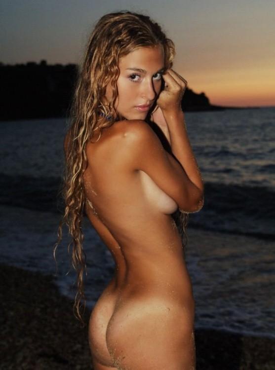 【海外エロ画像】真っ白と小麦色のギャップがマジ勃起モノな外人美女の日焼け裸体(*゚∀゚)=3 02