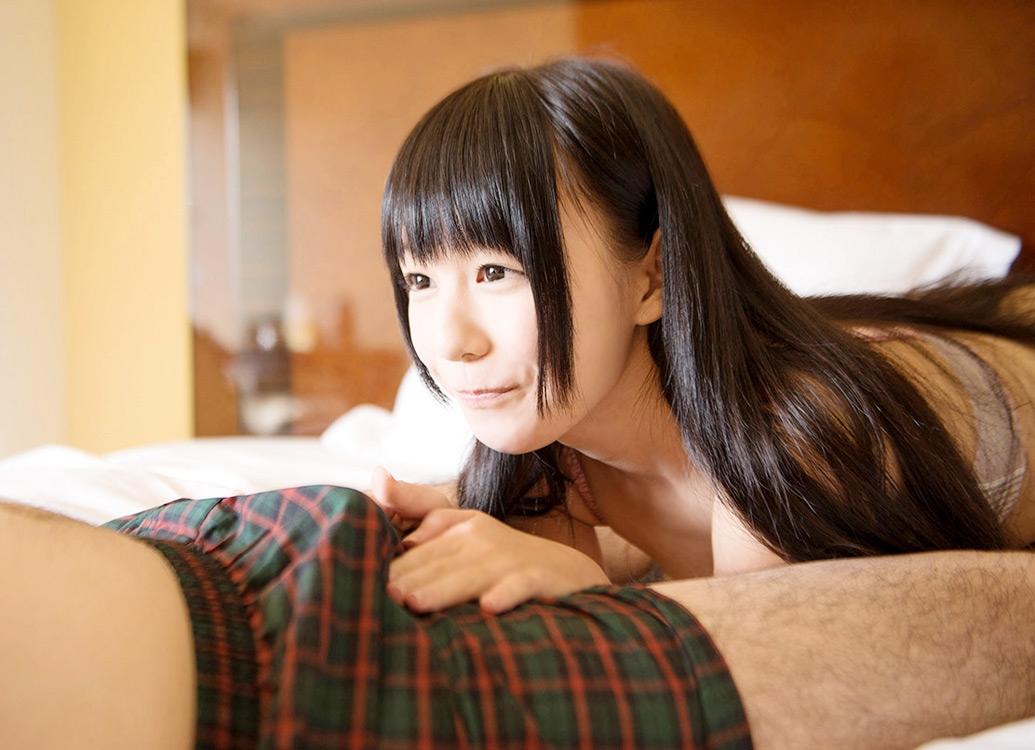 【痴女エロ画像】卑猥な言葉と微笑みを向けながらパンツに手をかけ焦らす痴女の快楽責めエロすぎ(*´Д`) 01