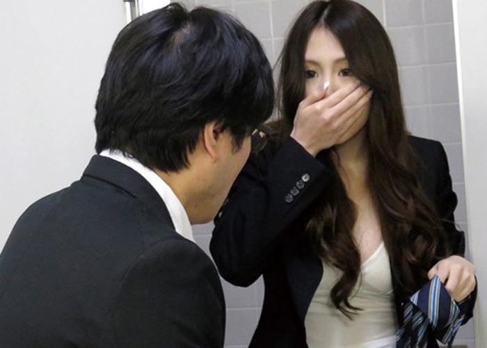 【エロ動画】発情から即ズボ!会社のトイレで女上司がオナってたのを見つけた結果www(;´Д`) 01