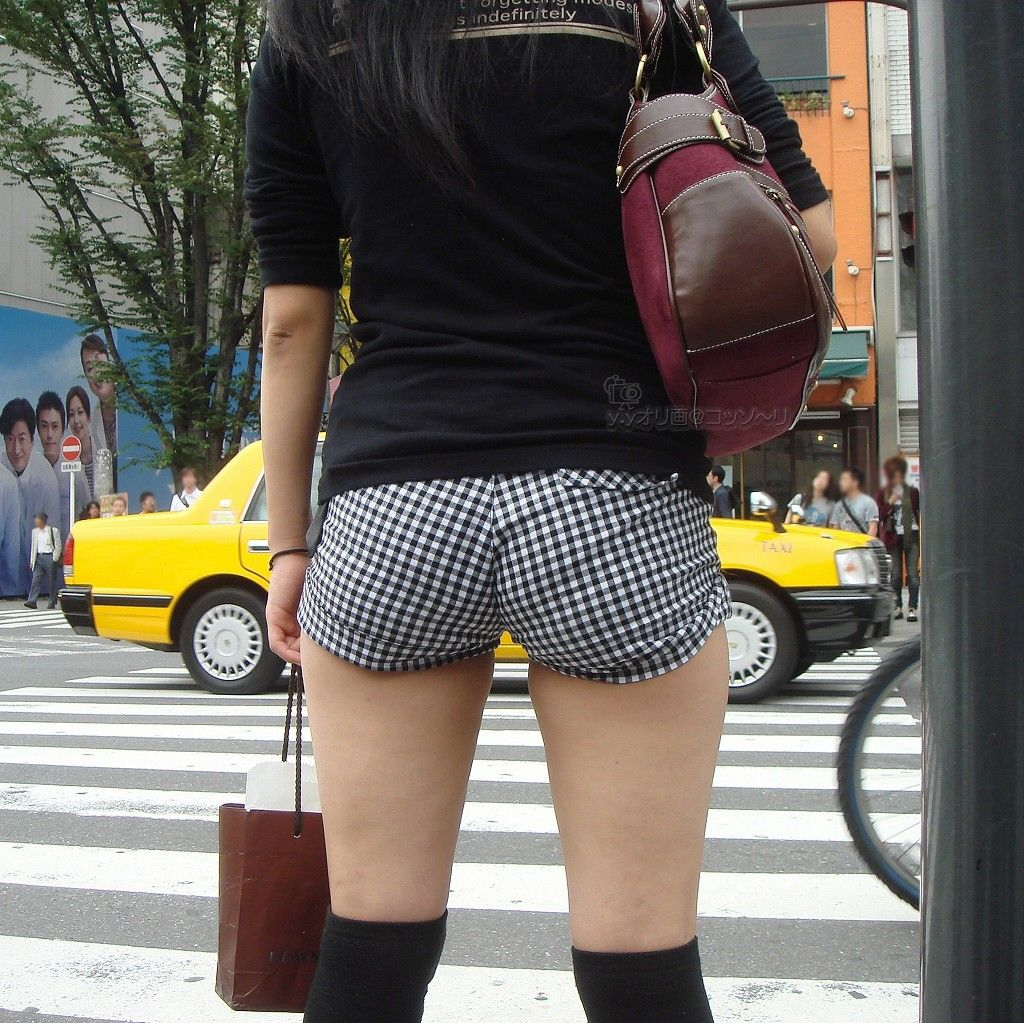 ショーパンでケツと美脚がくっそエロい素人の盗撮画像www(30枚) 03