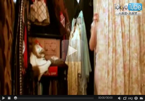 女の子向けの可愛い店で痴漢してその気になった店員を試着室でハメる! 03
