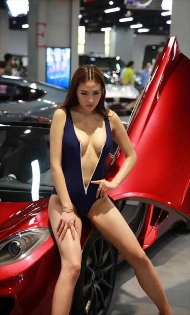 【※マジキチ注意※】上 海 の「モーターショー」と か い う 名 の マ ジ キ チ 露 出 大 会 が コ チ ラ(画像あり) 01