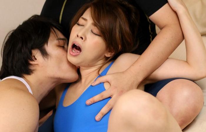 【三次エロ動画】ヨガ講師の人妻がノーブラで寝取られたがるから誘いに乗った件www