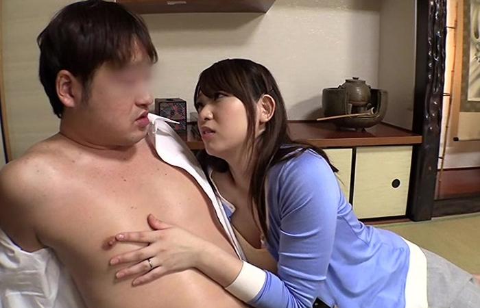 露骨なノーブラアピールで思春期真っ只中な息子の同級生をギンギンにする巨乳ママ! 01