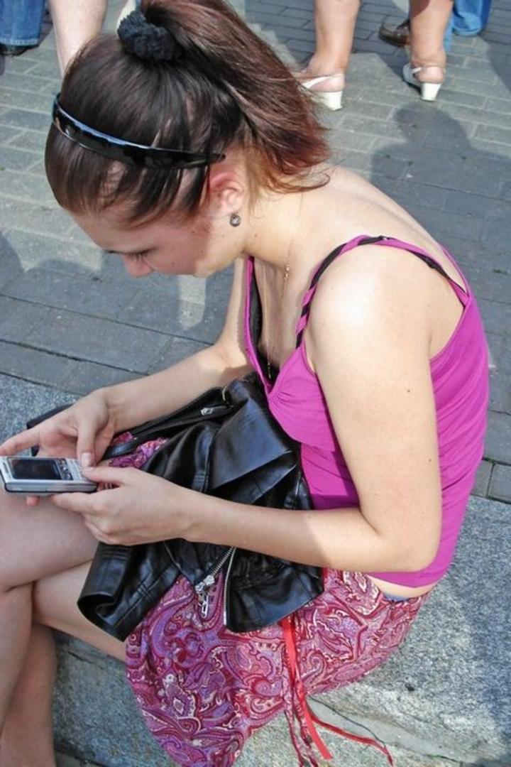 【ポロリ画像】外人の乳首ポロリなんだが、なんで皆いつも乳首立ってるの?ww 01