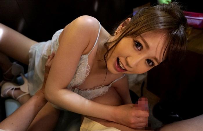 「ダメなのに…」スタイル抜群な美人デリ嬢に興奮しすぎた中年オヤジが本強! 01
