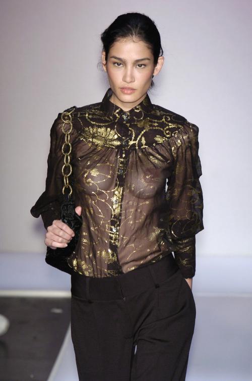【お宝エロ画像】ファッションショーがオッパイショーとパンチラショーになってるwww 01