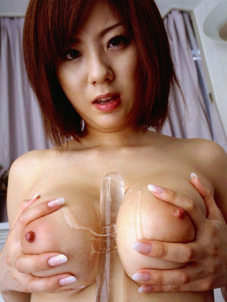 【※画像あり】彼女が巨乳ってやつ、とりあえずここにあるモノ全部挟んでみろwwwwwwwww 03