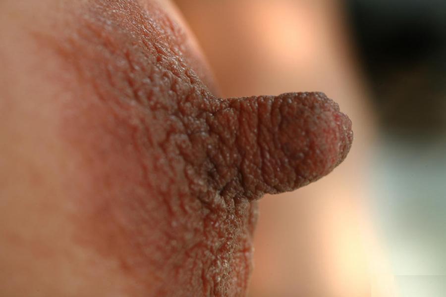 【乳首エロ画像】大丈夫、不味くないからwすっごく伸びたロングな乳首www 02