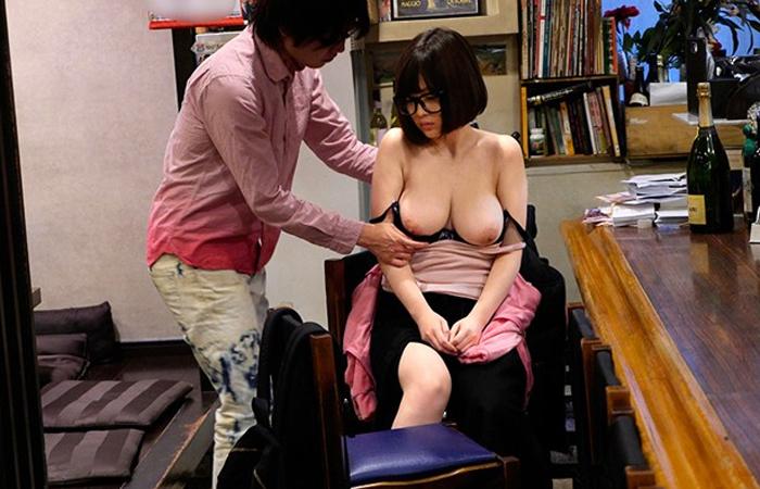 【三次エロ動画】お笑いよりもエロを取ったw可愛い巨乳女芸人の痴態公開www