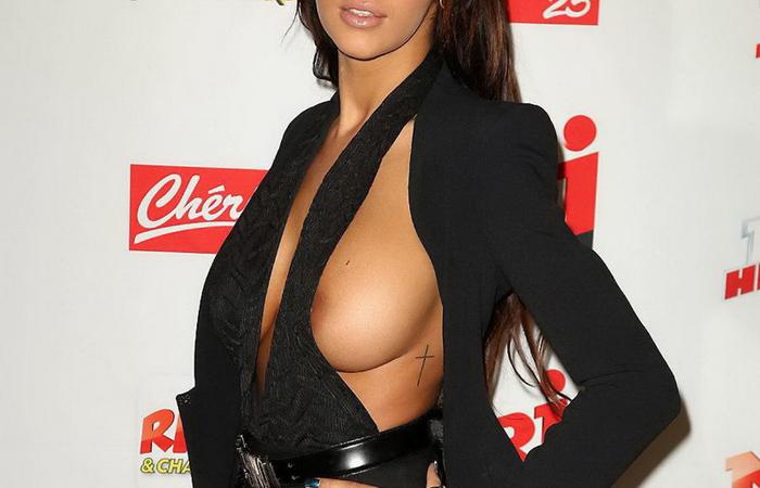 【海外エロ画像】たまんねえ…美人で爆乳すぎるフランスモデルの乳首が露わにwww