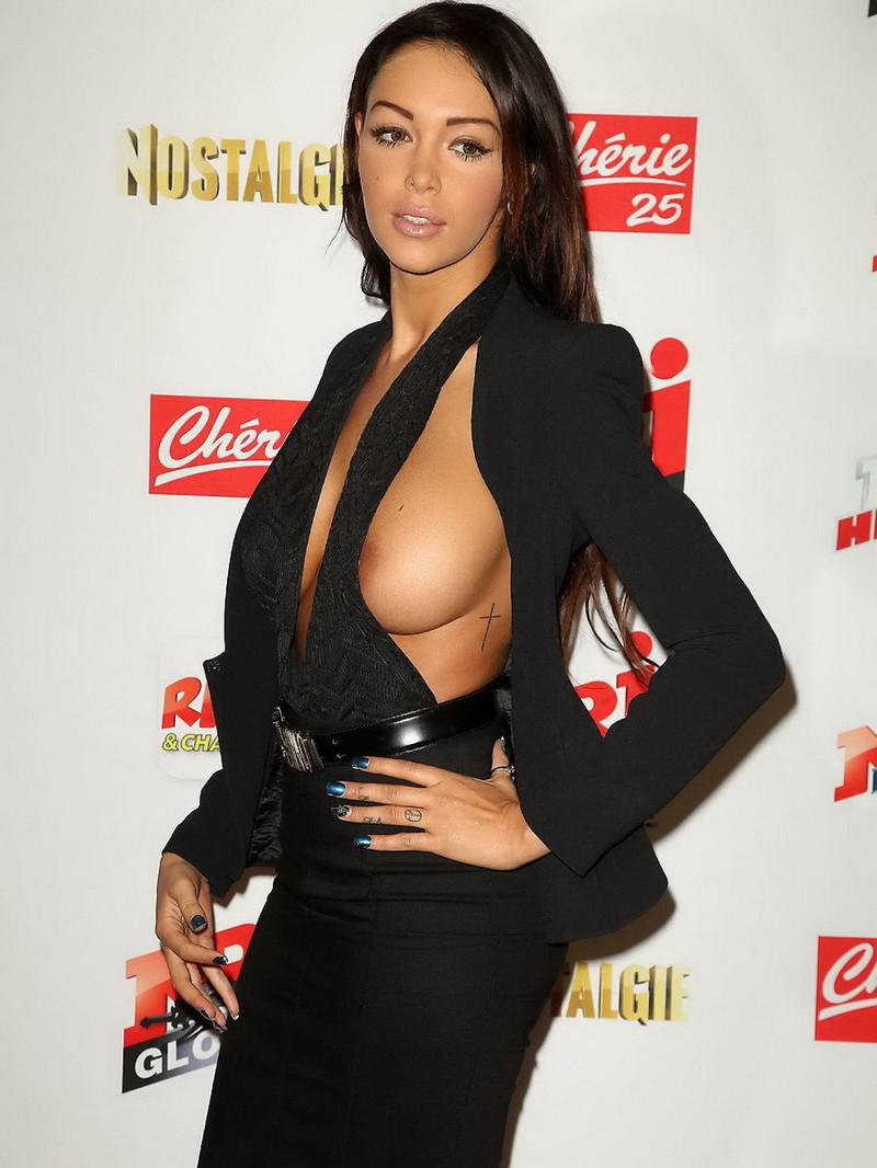 フランスの美人モデルの素晴らしいおっぱい + 乳首をご覧ください(画像) 02