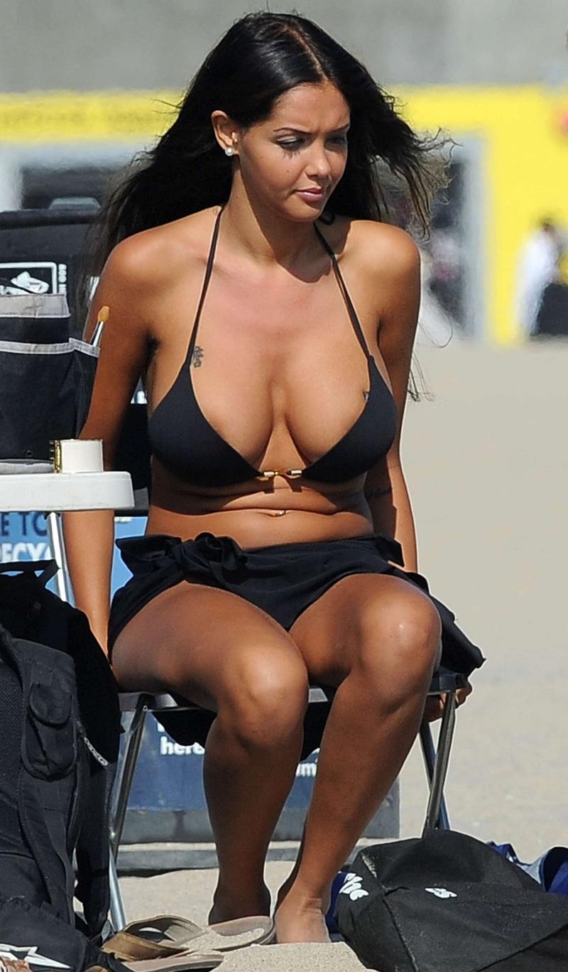 フランスの美人モデルの素晴らしいおっぱい + 乳首をご覧ください(画像) 04