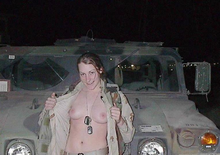 【※画像あり】女性兵士がいかに欲求不満であるかご覧ください(35枚) 03