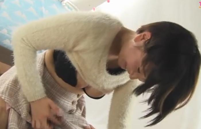 【三次エロ動画】素股でイイからお願い!有望な腰使い披露する素人女子大生たちwww