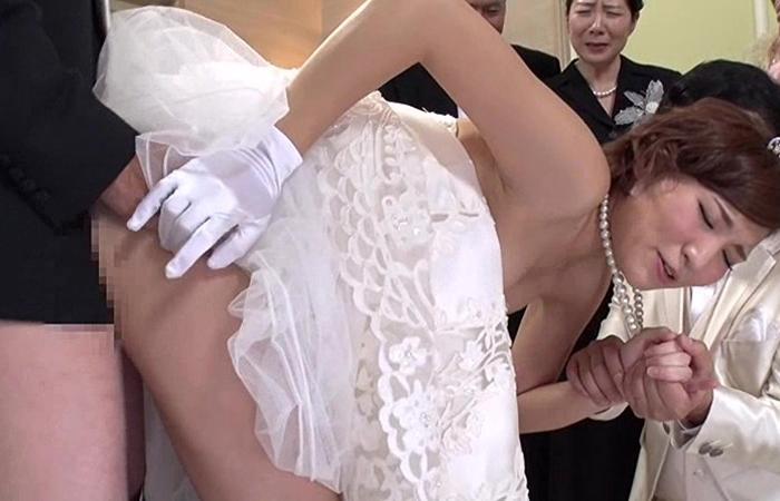 【SEXのハードルが異常に低い世界】結婚式編 新郎新婦も家族もスタッフもSEXでお祝いします! 02