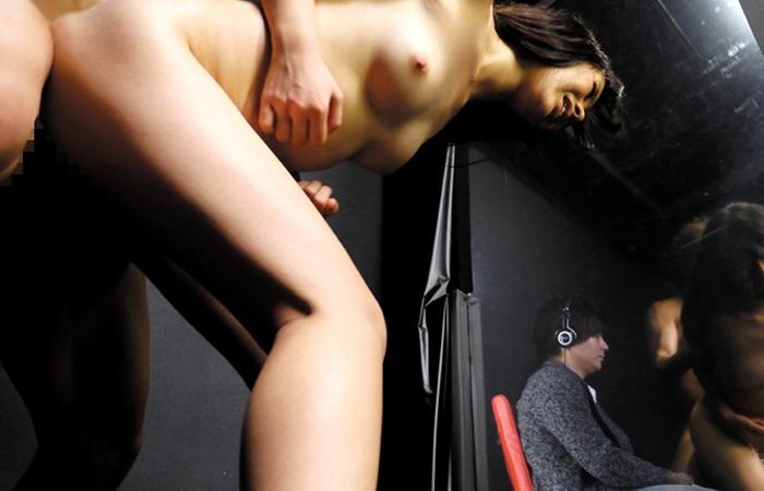 【素人】旦那がクイズに不正解なら規格外の爆乳妻を男優が即ハメ! 02