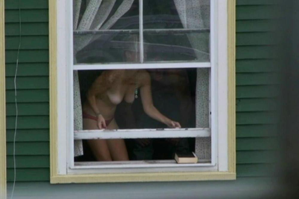 【※犯罪注意※】「窓際で着替えをしてはいけない」 という事がとても良く分かる画像集。(画像25枚) 05