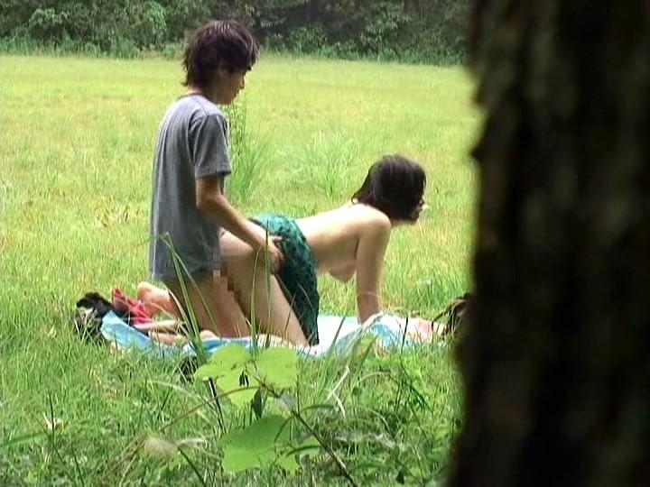 【※盗撮注意※】割と堂々と野外セックスするカップルの鋼のメンタルは理解し難いよな。(画像あり) 05
