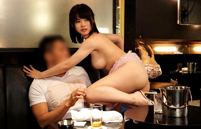 お気に入りの客とこっそり生本番する爆乳おっパブ嬢