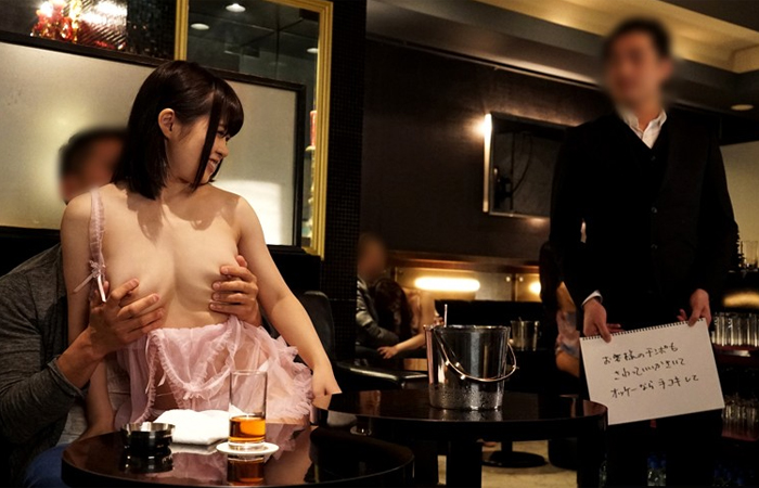 お気に入りの客とこっそり生本番する爆乳おっパブ嬢 01
