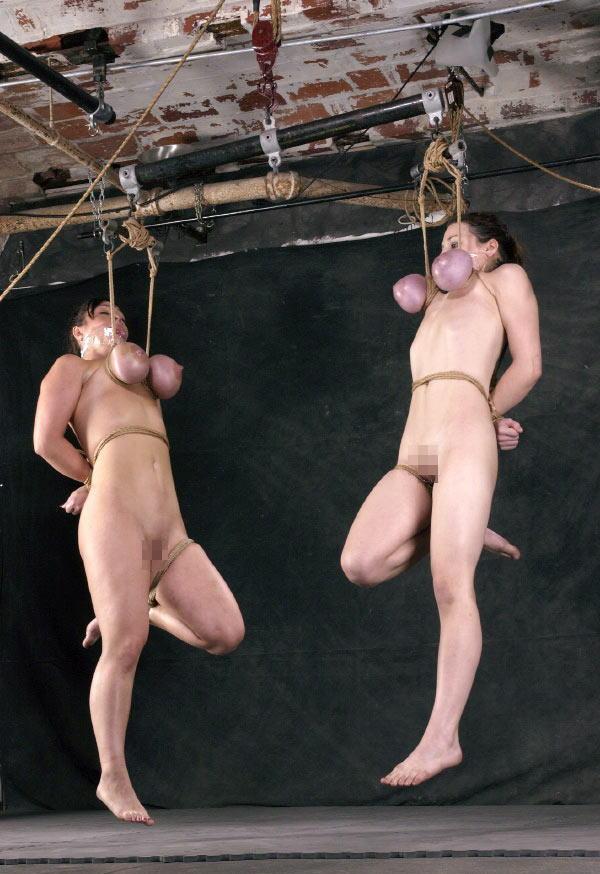【※閲覧注意※】「おっぱいだけで吊るしてみた」 とかいう画像ギャラリーがヤバ杉て引いた。。。(画像あり)  02