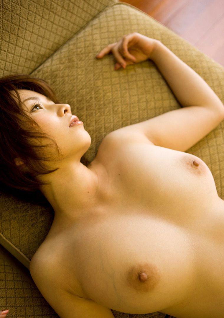 【※画像あり※】巨 乳 女 子 が 仰 向 け に 寝 転 が っ た 結 果wwwこ れ が 巨 乳 の 真 理wwwwwwwwwwwww 04
