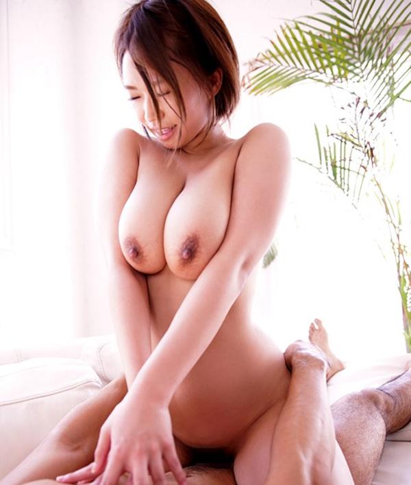 【岡沢リナ】B98・W59・H92。Hカップの重量感が凄まじい美女がAVデビュー 02