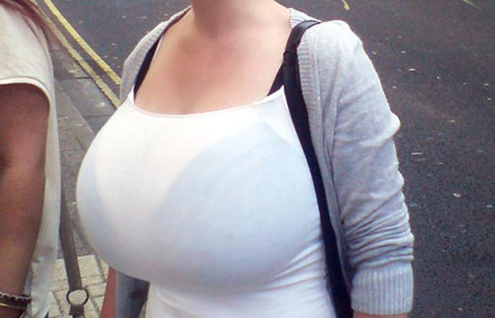 【巨乳エロ画像】デカすぎだろ…ただの通行人とは思えない海外の着衣爆乳な皆さんwww