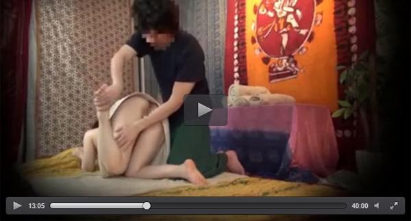 【盗撮】タイ人マッサージ師に騙されチンポ突っ込まれた新宿の巨乳妻 03